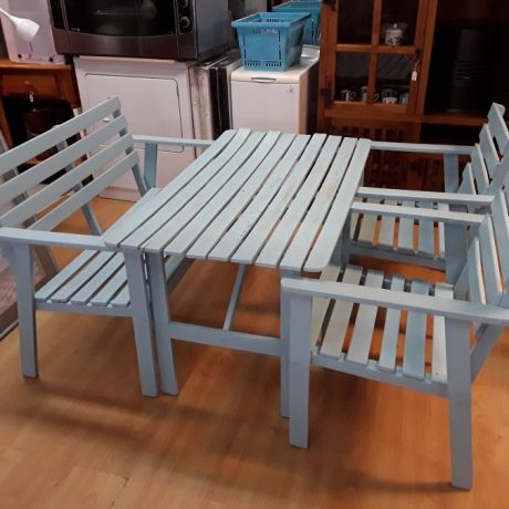 (11) (CK23011) Hand Painted Patio Set.125.00 euros.
