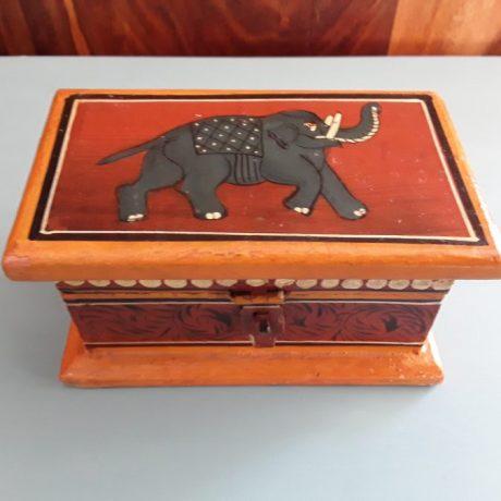 2 CK13054N Hand Painted Wooden Trinket Box 7cm High 12cm Wide 5 euros